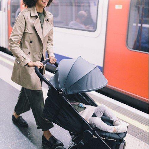 Комплект сива компактна количка Ergobaby Metro 2020 и Черен кош за новородено